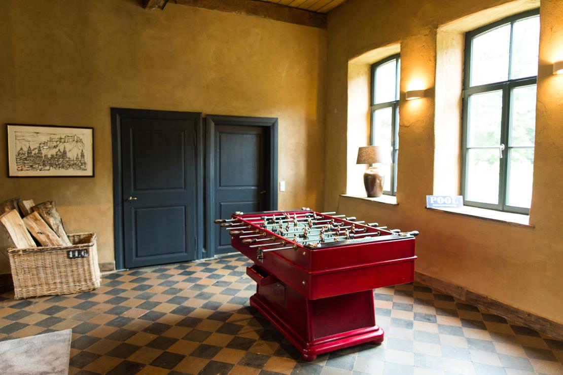 antic red minifoot snooker vintage rustic playroom