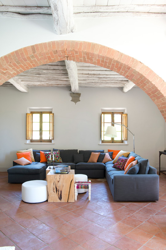 cosy living room in a countryhouse in a vineyard in Tuscany