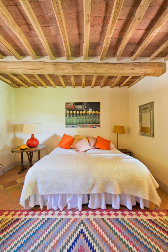 Colorful Milleraies rug in a double bedroom in an Italian country house