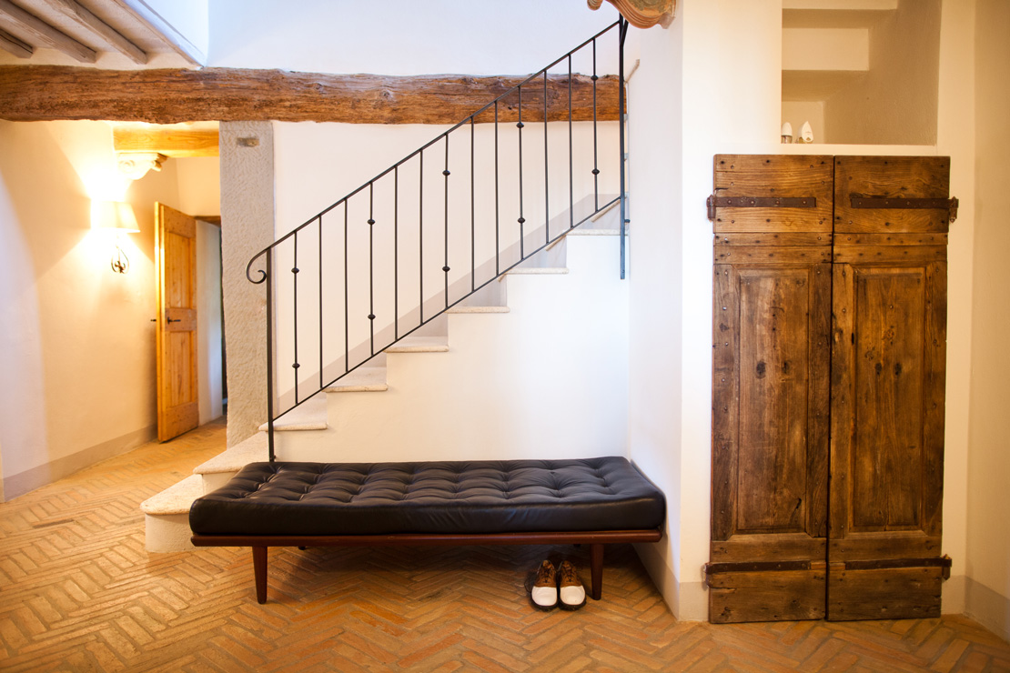 Vintage leather daybed in the hall of a Tuscany familyhouse in an Italian Vineyard