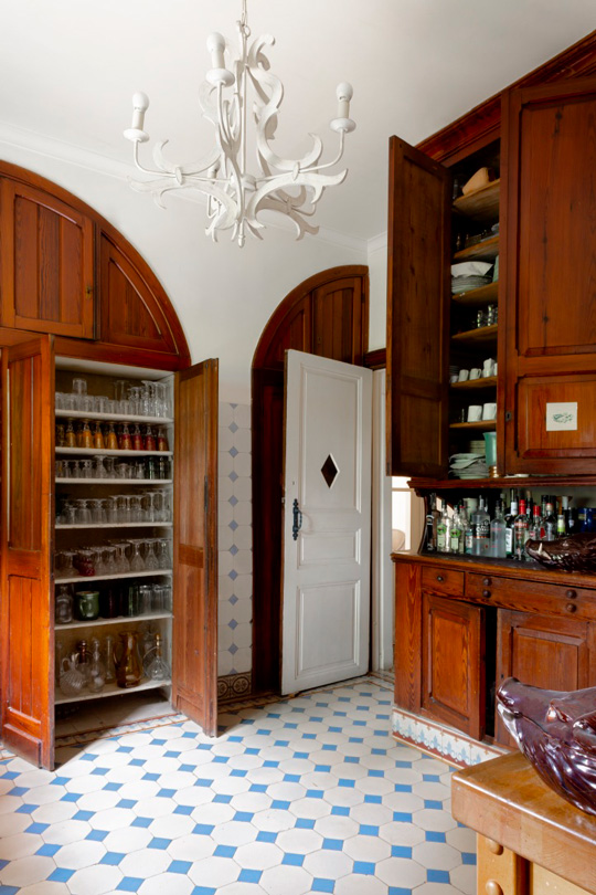 Castle Kitchen with antic white and blue tiles and with antic wooden cupboard