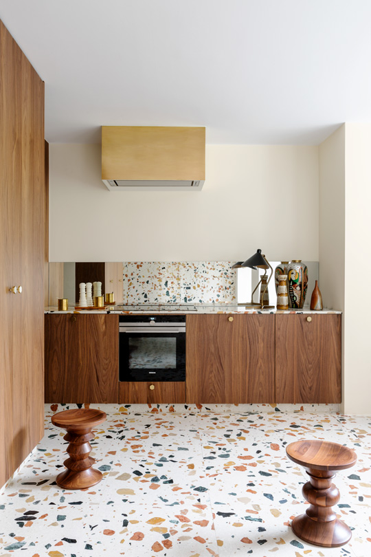 Marmoreal from Dzek Dzek, eames stools from vitra and brass details in this in this Brussel's townhouse kitchen