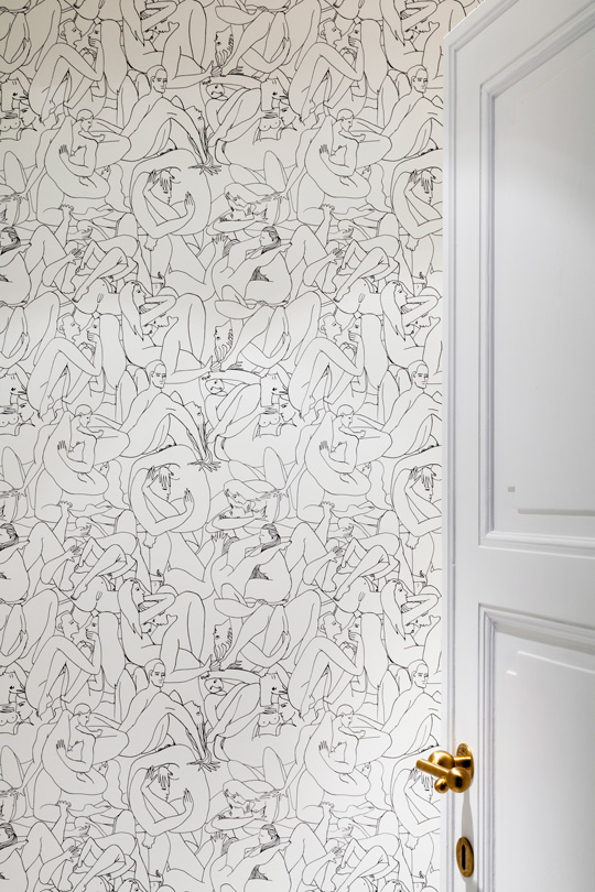 Louise bourgoin wallpaper designed for la Maison Pierre Frey in Victoria's Maria townhouse guest loo